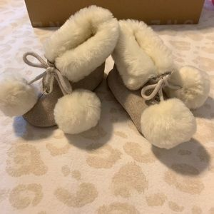 Other - Baby girl warm Eskimo style booties